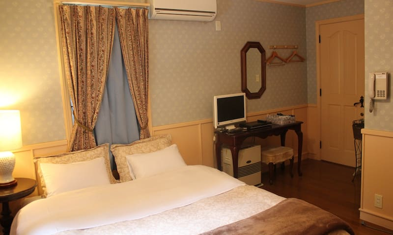 Inn the Mist Double bedroom