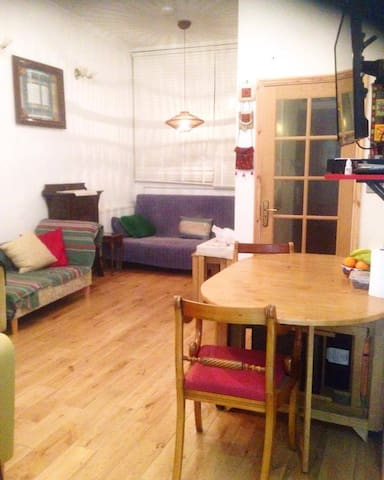 Spacious studio flat - 1 min from tube - zone 2
