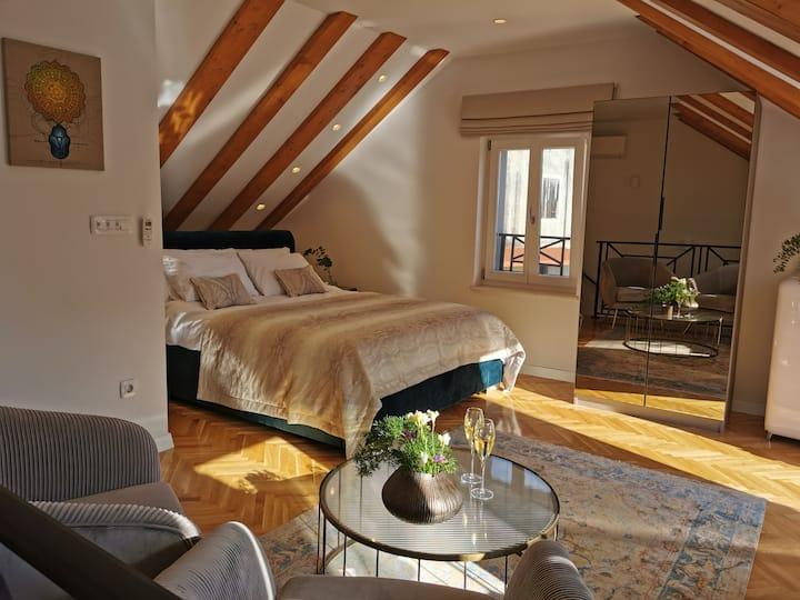 Dota Luxury Room