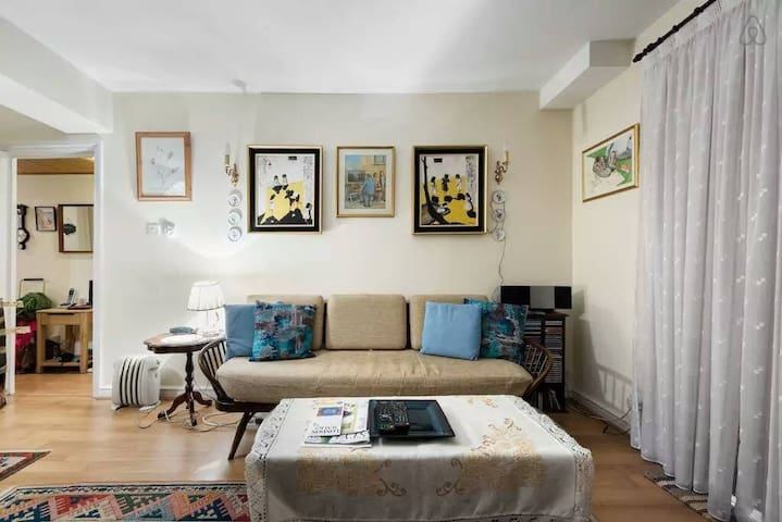 Heritage Hyde Park One Bedroom with Terrace