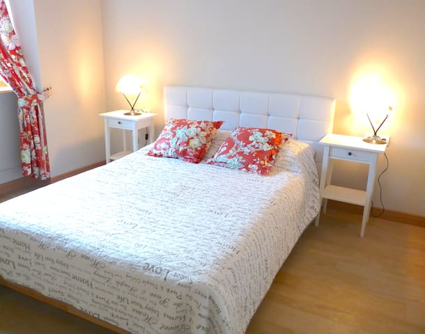Modern Puligny-Montrachet Apt, Sleeps 4!! - Puligny-Montrachet - Appartement