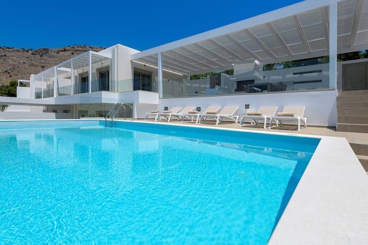 Villa Dione with pool in Pefkos, Lindos (2020)