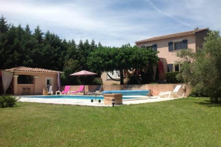 2 chambres pour 4 personnes en Provence