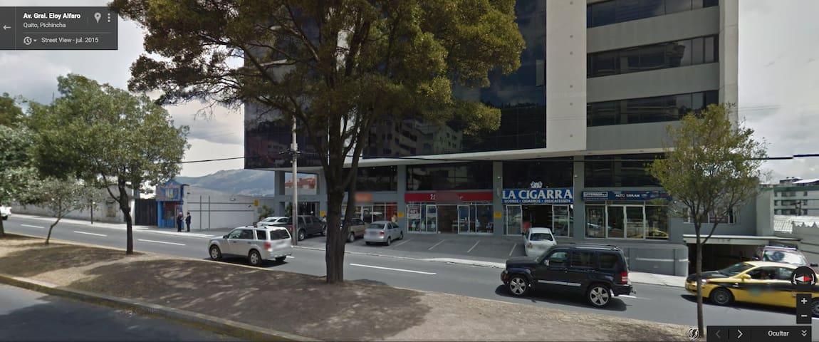 UDLA - Avenida Eloy Alfaro y Queri - Suit Amoblada