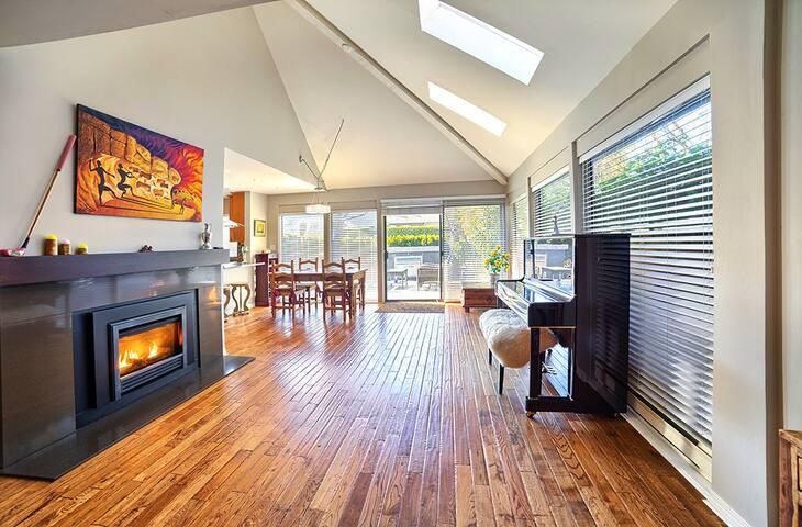 Mid Century Getaway Home - KitsilanoBeach Coziness