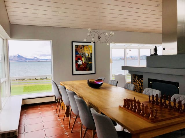 Charming-spacious house by the sea side
