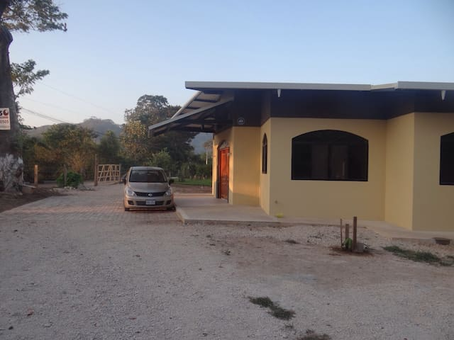 Casa Nueva en Pueblo Guanacasteco - Santa Cruz