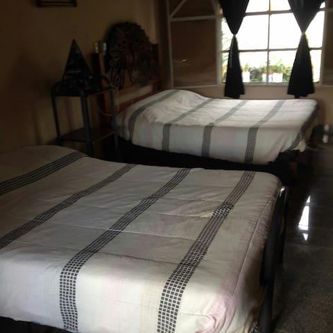 Cuarto con 2 camas y baño completo - Alfredo V. Bonfil - Rumah