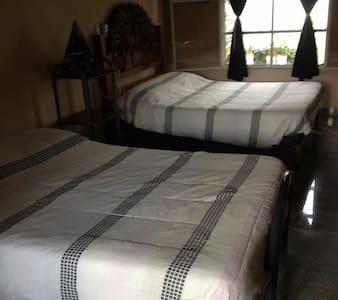 Cuarto con 2 camas y baño completo - Alfredo V. Bonfil