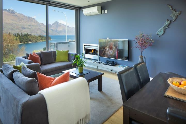 """Lake View 1 Bedroom Premium Apartment """"Jade 205 A"""""""