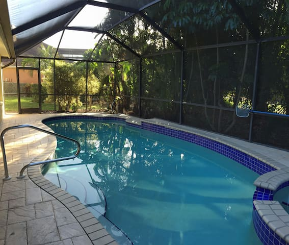 SERENE & ATTRACTIVE POOL HOME IDEAL - Estero