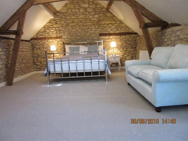 The Bell Inn - The Hayloft Room