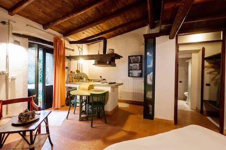 """Casa Migliaca, """"farmers"""" room - Pettineo"""