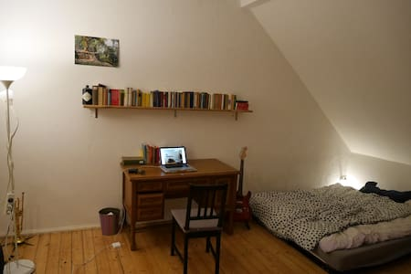 beautiful, spacey and cosy room avaliable! - Apartment