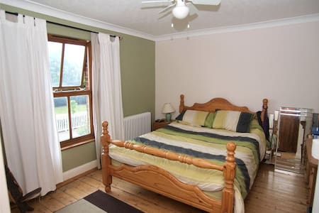 Spacious friendly rural home - Colchester - Bed & Breakfast