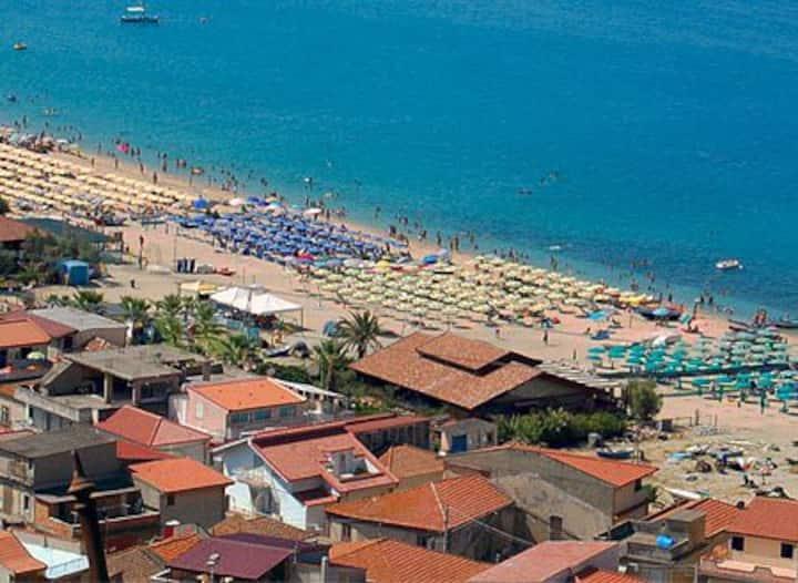 1 ) Casa Vacanze a Nicotera Marina