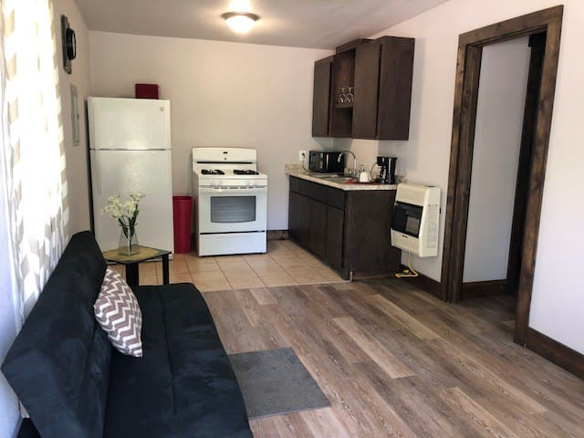 Apartment D in newly renovated Lindsay quad-plex