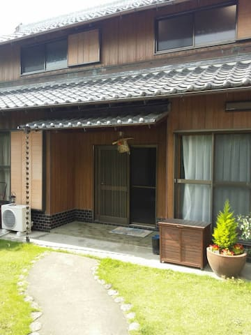 Japanese style house with garden close to 7-11