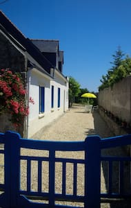 Traditional Breton Cottage. Le Guilvinec - Rumah