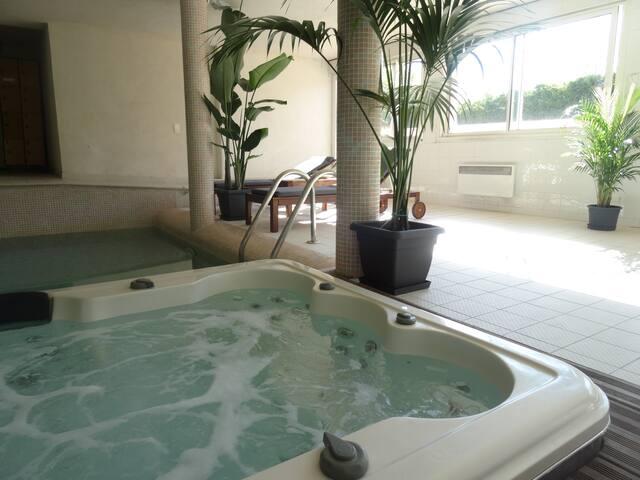 Vue mer, piscine intérieure et SPA - La Ciotat