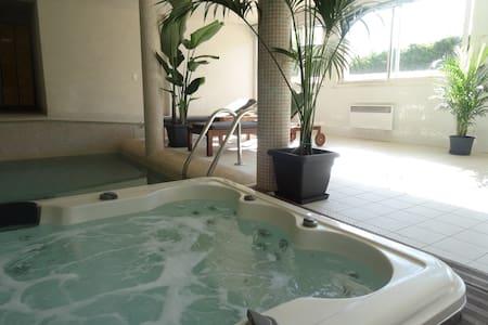 Vue mer, piscine intérieure et SPA - La Ciotat - Apartament