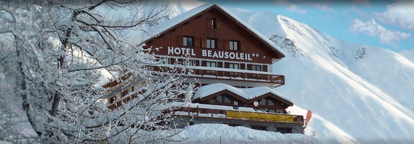B&B - Chambre double - balcon - Skis aux pieds - Saint-Sorlin-d'Arves - Bed & Breakfast