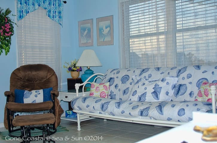 Gone Coastal: Pet Friendly Getaway for Two! - Gulf Shores - Apartamento
