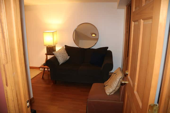 Small 1 bedroom in heart of Prospect Heights
