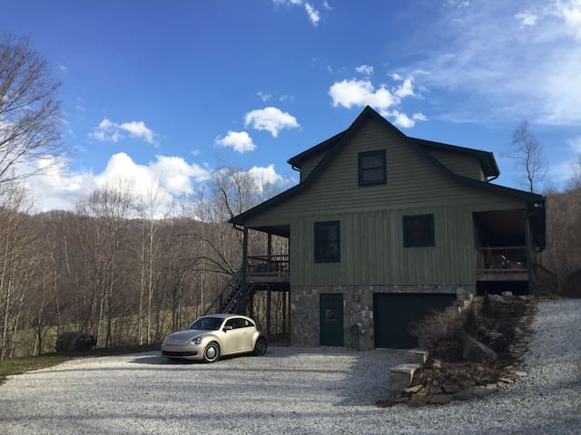 2 Loft Bedrooms w/3 Beds in Talon Resort Home - Roan Mountain - House