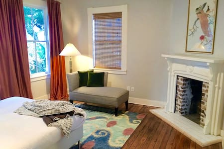 Sophisticated Downtown Suite with Private Bath - Savannah