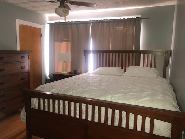 King size and twin size bed available