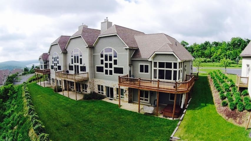 5 BR - AWESOME lake views, pool on Wisp Mountain