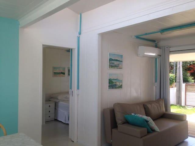 Casa Container Praia Canto Grande - Бомбиньяс - Дом