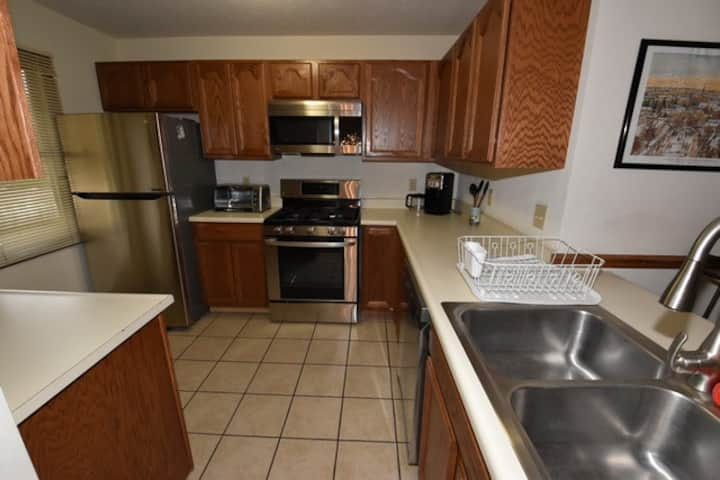 2 Br 2 b Condo at Unv of Notre Dame, Short and long term stays welcome!  ND Football (A5)