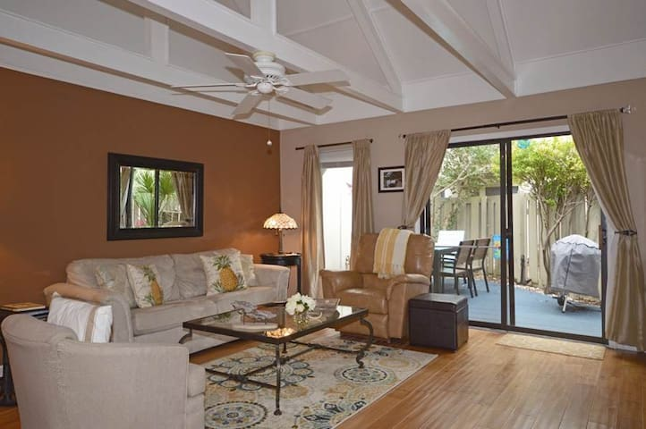 597 Queens Grant | REMODELED |Close to Beach & Tennis Center | Complex Pool | Palmetto Dunes