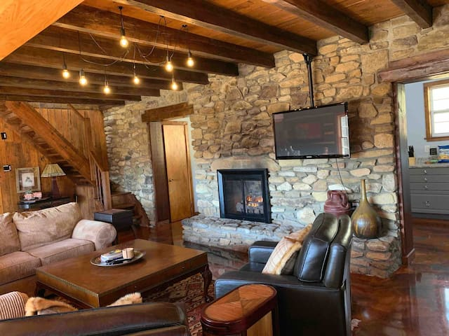 Stylish Cabin 6.5 miles to downtown Asheville