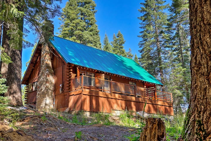 NEW! Secluded Log Cabin in Plumas National Forest!