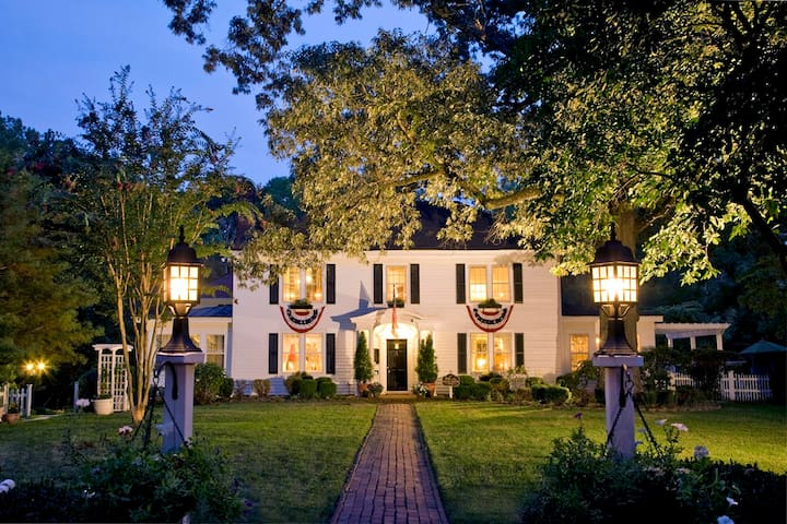 A Williamsburg White House B&B Inn - Williamsburg - Bed & Breakfast