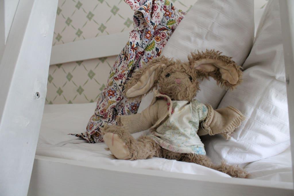 Заяц- талисман дома.