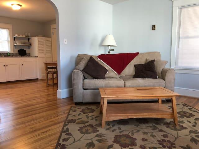 Comfortable Private Apartment Convenient Location