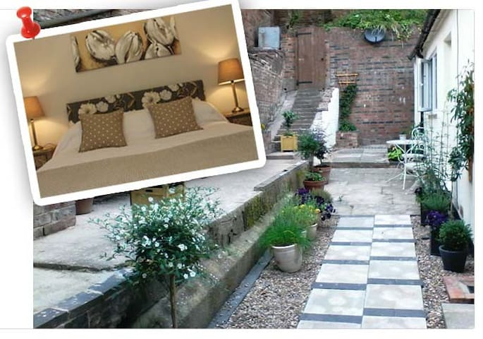 Hidden Cottage for Two - Cheadle - Holiday home