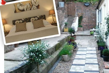 Hidden Cottage for Two in Staffordshire