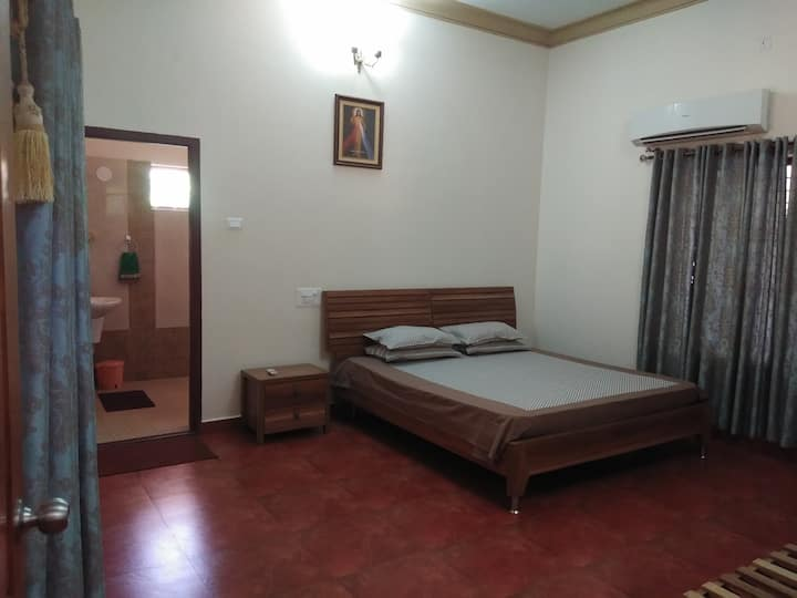 Kollur Mookambika - plantation stay room in Jadkal