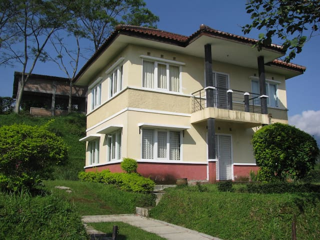 Villa De Nata Ciater Highland Resort, Riung Rangga - Subang Regency - Willa