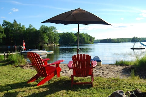 A sandy beach cottage at beautiful Whalley lake