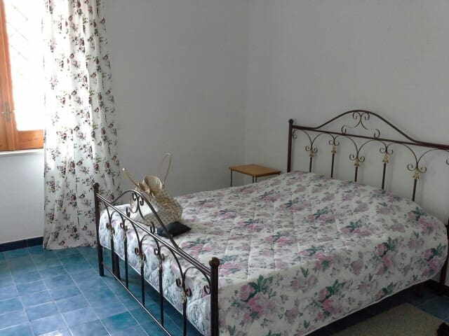 Тихий, уютный дом для 6-7 человек рядом с морем. - Castel Volturno - Ev