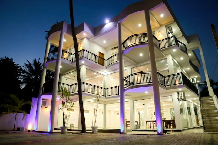 Muthu resort and restaurant