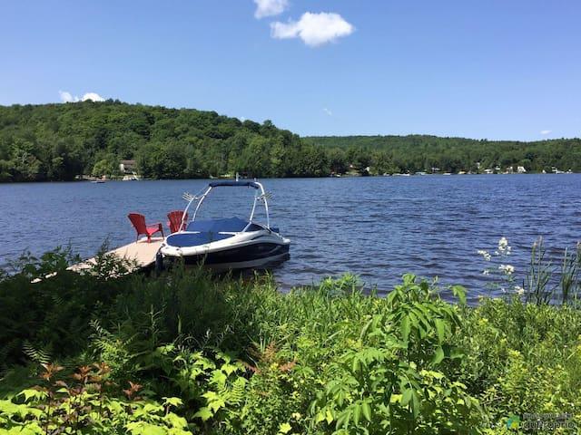 Bord du Lac Lovering, Cassiopée, Chalet & Spa