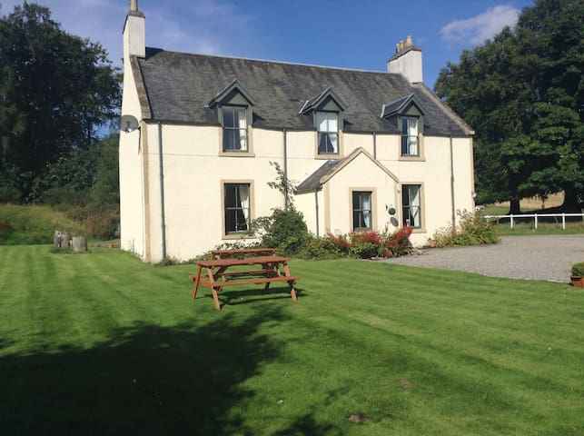 Double En-Suite room, 4 minutes from Loch Ness - Scaniport - Inap sarapan