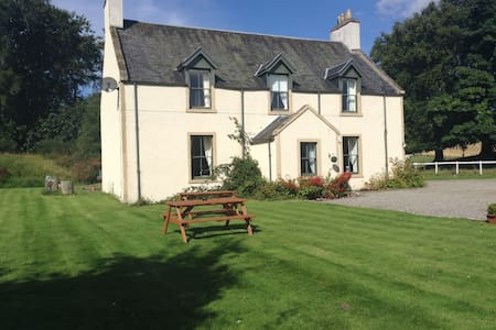 Double En-Suite room, 4 minutes from Loch Ness - Scaniport - Penzion (B&B)